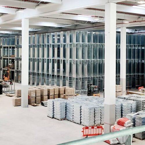 Il magazzino multipiano Kramp per la gestione delle merci